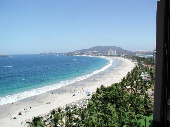 The 2 mile long beach at Ixtapa