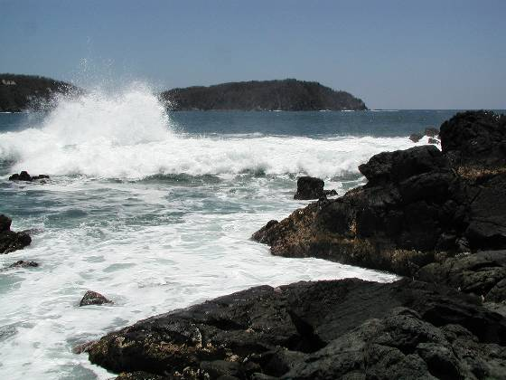 Waves on the rocks (Isla Ixtapa)