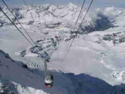 Looking down the cable line from Klein Matterhorn