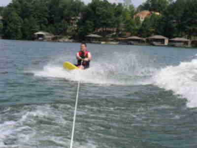 Randy kneeboarding