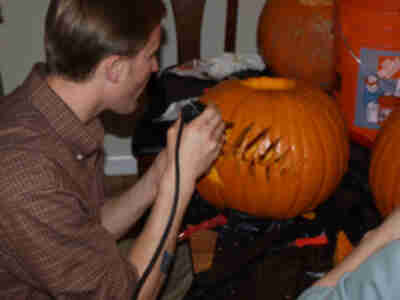 An experiment: does a Dremel really help carve a pumpkin, or make a mess (or both)